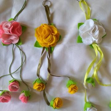 Chaveiro de flores em feltro