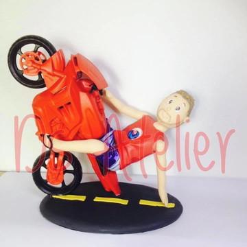 Topo rapaz na moto