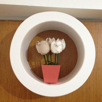Nicho com vasinho de tulipas de pano