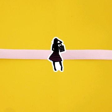 Fita com tag - silhuetas femininas