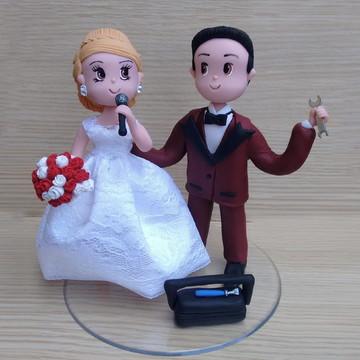 Casal de noivinhos de biscuit profissao cantora