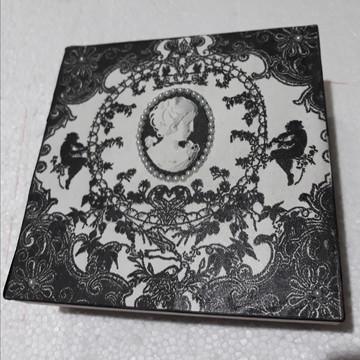 Caixa personalizada, Vintage nas cores preta e branca