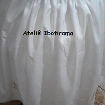Saia branca com prata e aplicação de bordados