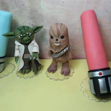 Topo bolo chewbacca, mestre yoda e espada medo Star Wars