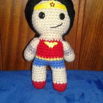 Mulher Maravilha (WonderWoman) de crochê