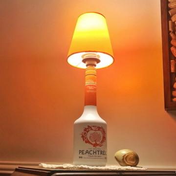 Abajur de garrafa Peachtree Licor