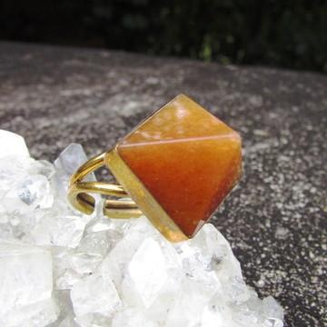 Anel Calcita Cor de Mel Pirâmide Pedra Semi Preciosa Natural