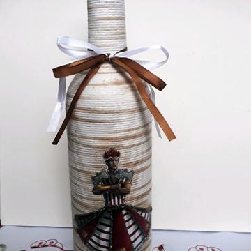 Garrafa decorada com barbante orixá xangô 750 ml