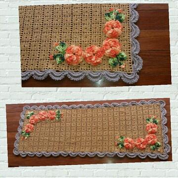 Trilho Caminho de Mesa de Crochê com Flores