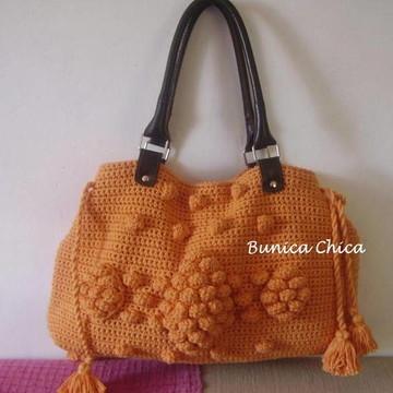 Bolsa de crochê com alça de couro