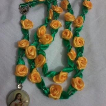 novena de Sta Terezinha com rosas de tecido