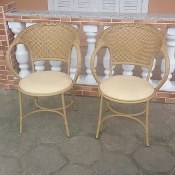 Cadeira para área externa de fibra sintética