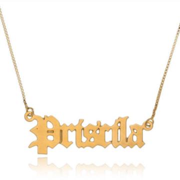 Colar com nome personalizado semijoia letra tipo gótica