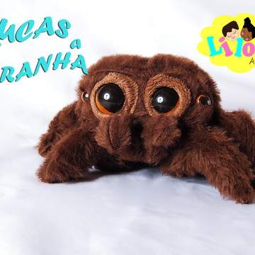 Lucas aranha em pelúcia
