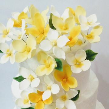 Cascata de flores amarelas de açúcar