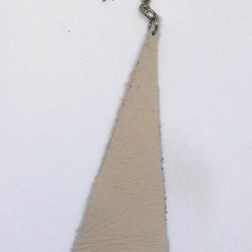 Brinco solitário de couro de reúso