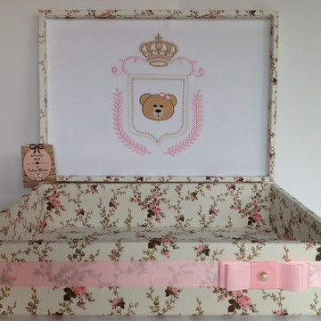 Caixa Lembrancinhas Maternidade Menina Bordada