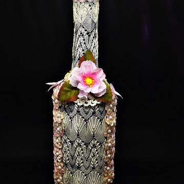 Garrafa Decorada com Renda e Flores
