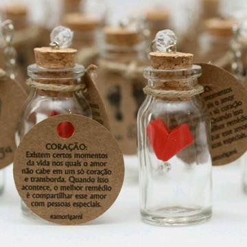Chaveiros de vidrinho com coração {Lembrancinha}