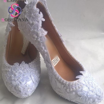 8167d1098b Sapato Meia Pata Branco Rendado e perolado Cinderela (Evento