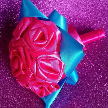 Buquê de flores de cetim para madrinhas