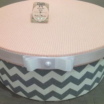 Caixa redonda cinza e rosa