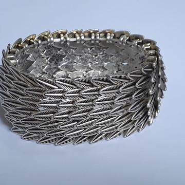 Bracelete prateado de Folhas