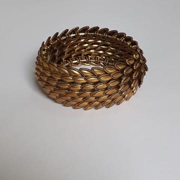 Bracelete dourado em Camadas