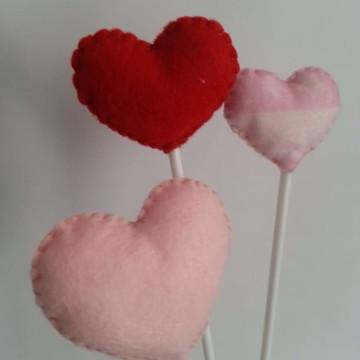 Coração em feltro no palito