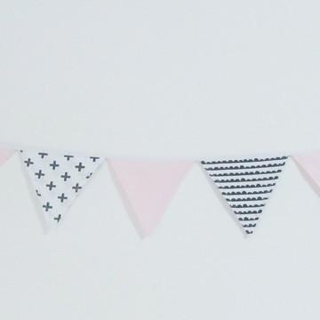 Varal com 7 Bandeirolas em Tecido Rosa Preto e Branco
