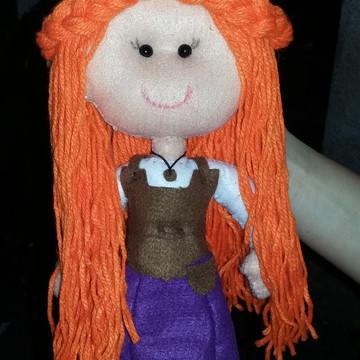 Boneca de feltro com cabelo de lã