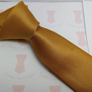 Gravata dourada dourado