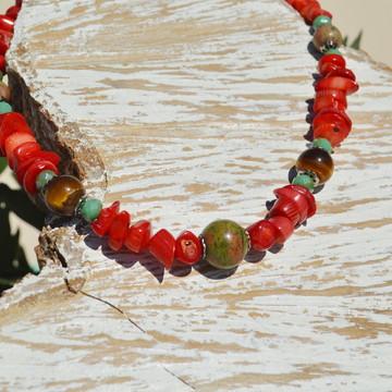 Gargantilha com Coral Vermelho, Olho-de-Tigre e Unakita