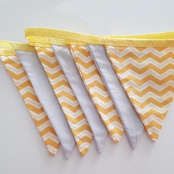 Varal De Bandeirinhas De Tecido chevron amarelo com cinza
