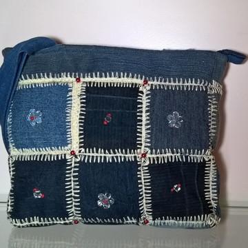 Bolsa jeans com detalhe em crochê