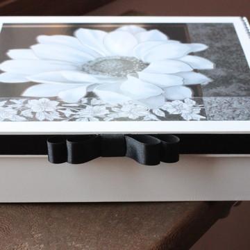 Caixa MDF com decoupagem de flor e fita de cetim