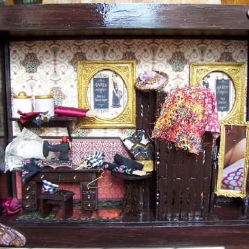 Quadro Cenário Atelier de Costura em Miniatura