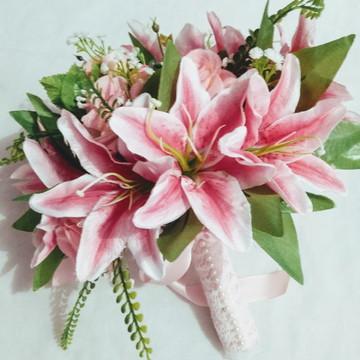 Buquê de Noivas - flores artificiais (Lírios)