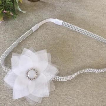 Headband com flor em organza e strass
