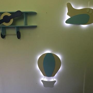 Conjunto Decorativo Avião Prateleira + Balão Luminoso +Avião