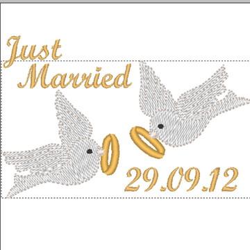 Matriz de bordado Casamento - just married pombos