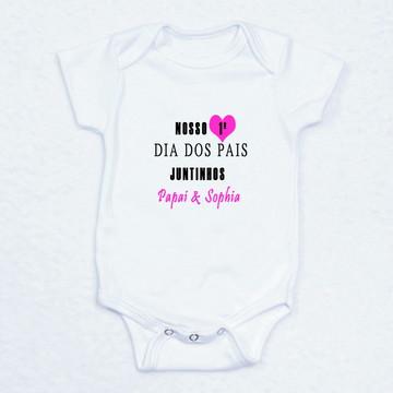 """Body Bebê Personalizado """"Nosso Primeiro Dia dos Pais"""" – Rosa"""