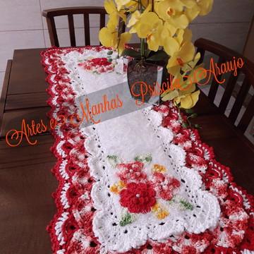 Caminho de mesa Decore rendado em crochê com flores