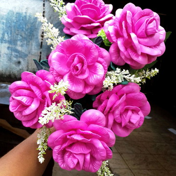 Vendo flores artificiais a unidade
