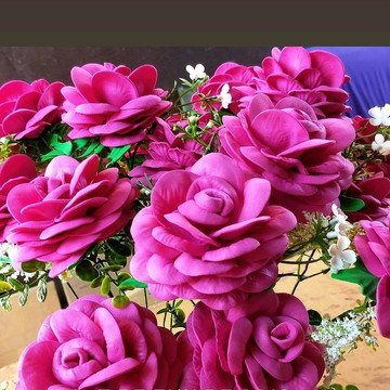 Vendo flores artificiais a unidade.