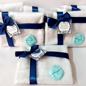 Lembrancinha Nascimento toalhinha com pezinho de sabonete