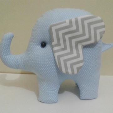 Elefante de tecido 25cm de comprimento
