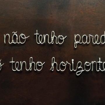 Frase de parede (arame) - Eu não tenho paredes Tenho Horizon
