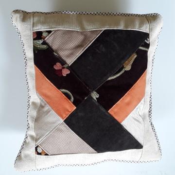 almofada aveludada em patchwork