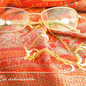 segura óculos corrente lua dourada